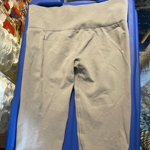 Lululemon Ribbed Crops in Good Condition, Size 6-8